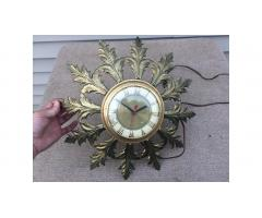Vintage Wall Clock -- Great Clock!