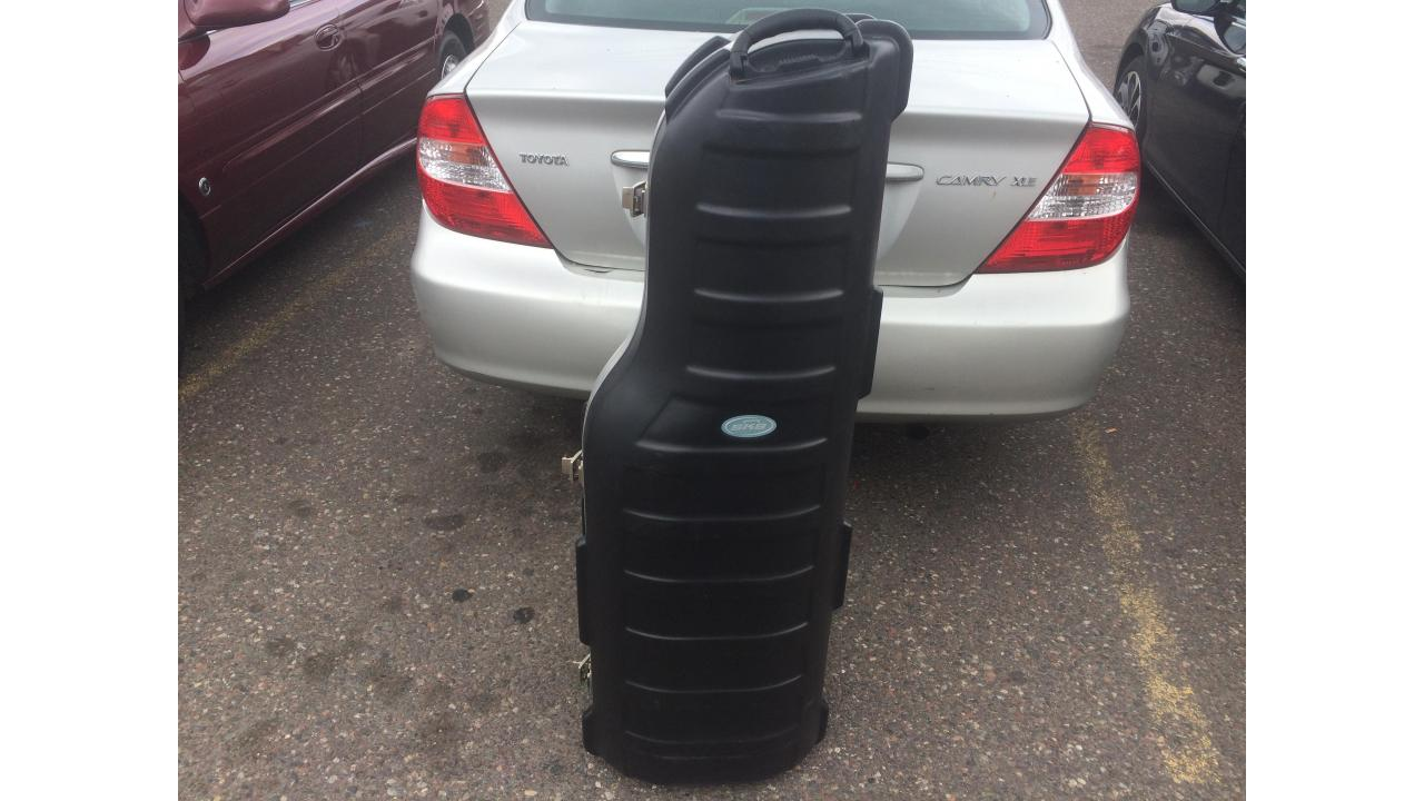 Golf Travel Hard Case -- $200 New, Bad Wheel