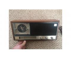 Vintage Radio -- Toshiba AM/FM, Wood Cabinet, Nice!