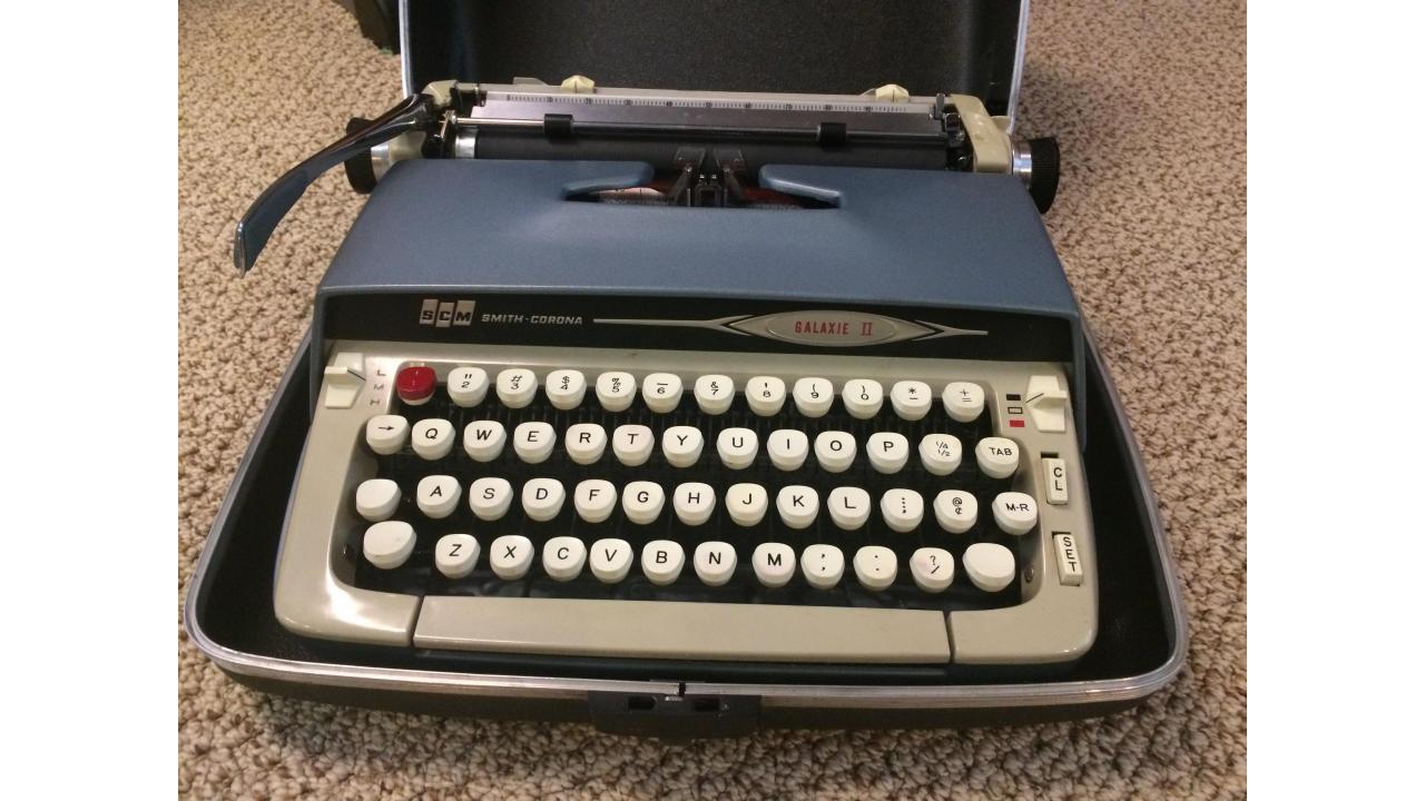 Vintage Typewriter -- Smith Corona Galaxie Two