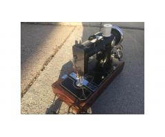 Vintage Graybar Sewing Machine -- Rare, Very Nice!