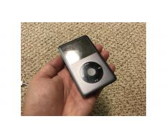 iPod Classic 120gb Final 7th Generation -- Very Nice!