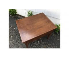 Mid-Century Modern End Table -- Large Drawer, Nice Piece!