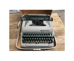 Smith Corona Super Silent Typewriter -- Very Nice!