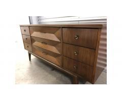 Mid Century United Furniture Lowboy Dresser -- Beautiful!