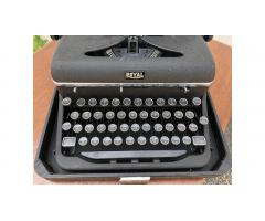 Royal Quiet De Luxe Typewriter -- Vintage, Very Nice!